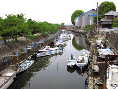 西大寺観音院脇の水路